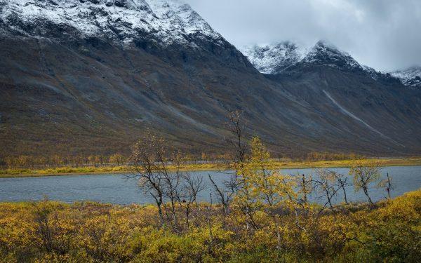 Skoarkkijávrátja lake with Bielloriehppe massif in the background