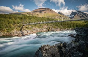 Bridge across Vuojatädno and Akka mountains