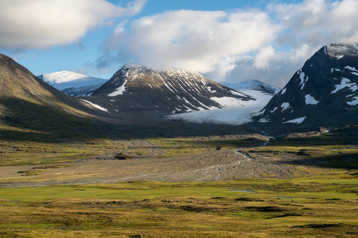 The glacier Ruohtesjiegna