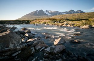 The stream Suottasjjåhkå with the Akka mountains