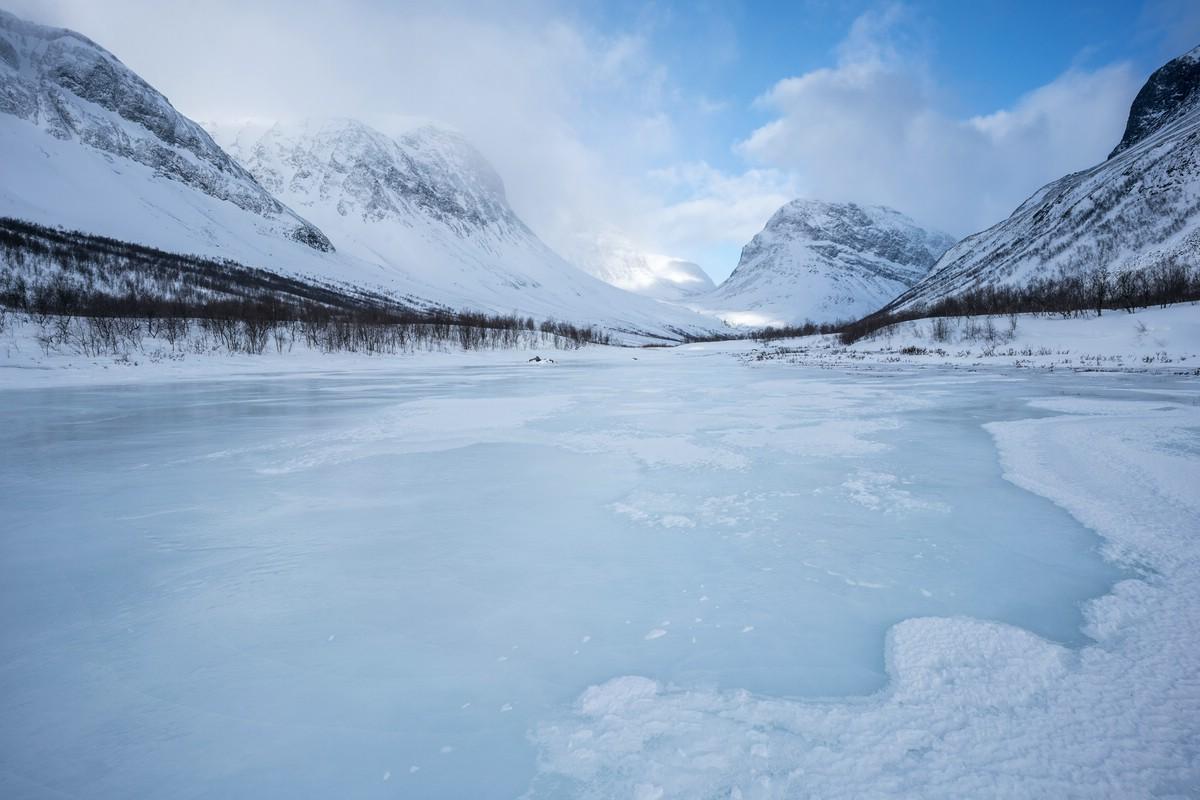Walking on ice in Visttasvággi